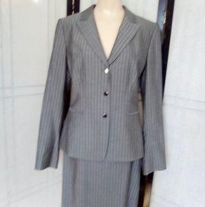 Tahari Pinstripe Gray Suit 🌹